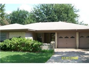 Single Family Home For Sale in Benbrook