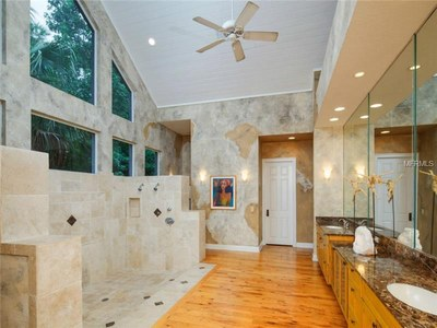 Lakefront Luxury Estate for Sale in Orlando Florida - Main Bathroom